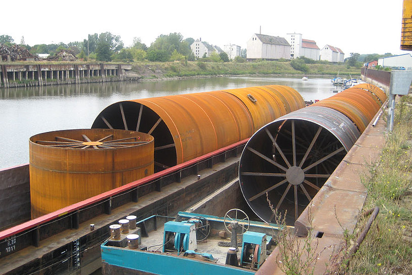 Transport of parts by inland waterway transport